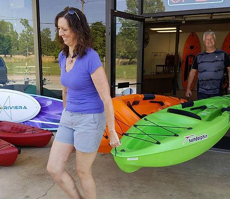 Cindy loading kayaks into rental van.