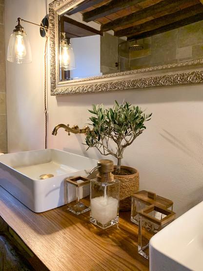 bathroom details Garden Suite.jpg