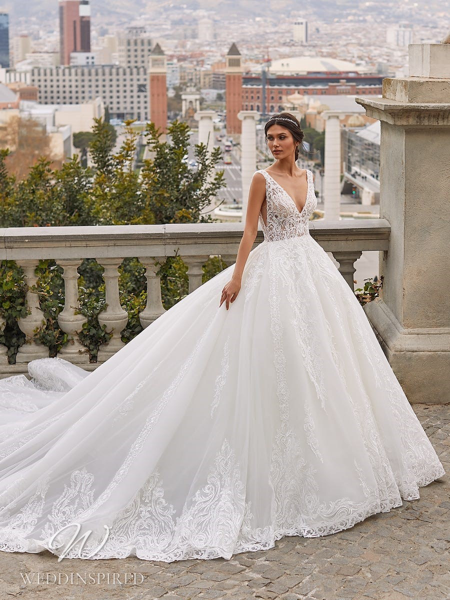A Pronovias Privée 2021 lace and tulle princess ball gown wedding dress with straps and a v neck