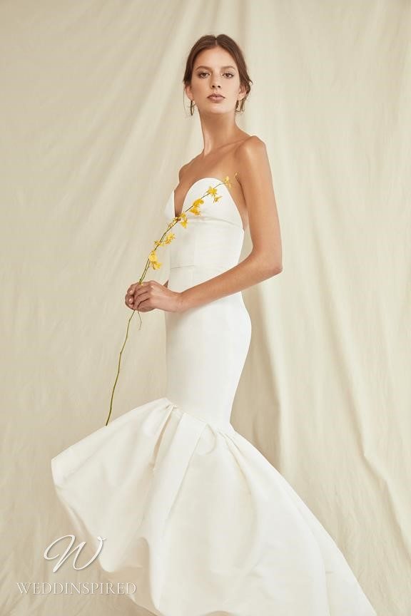 A Oscar de la Renta 2021 simple strapless mermaid wedding dress