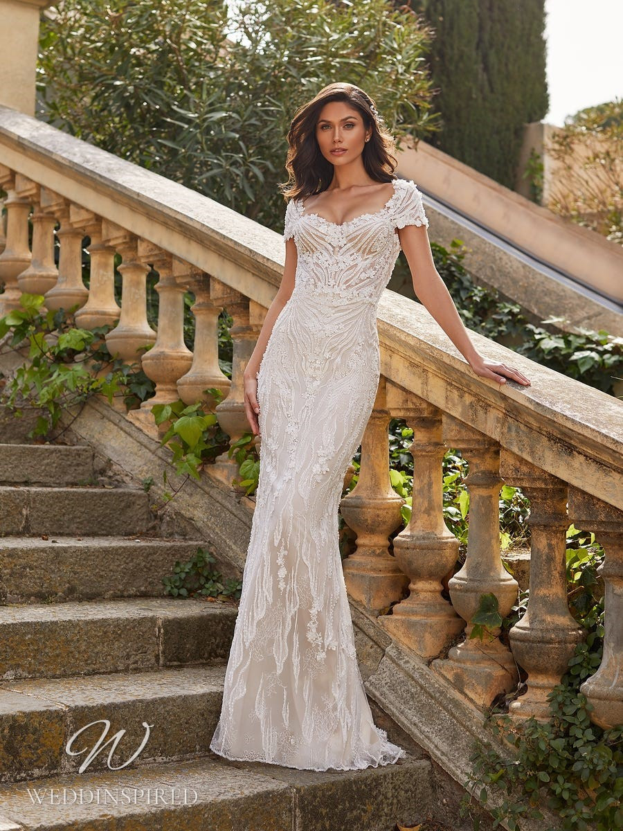 A Pronovias Privée 2021 lace mermaid wedding dress with cap sleeves