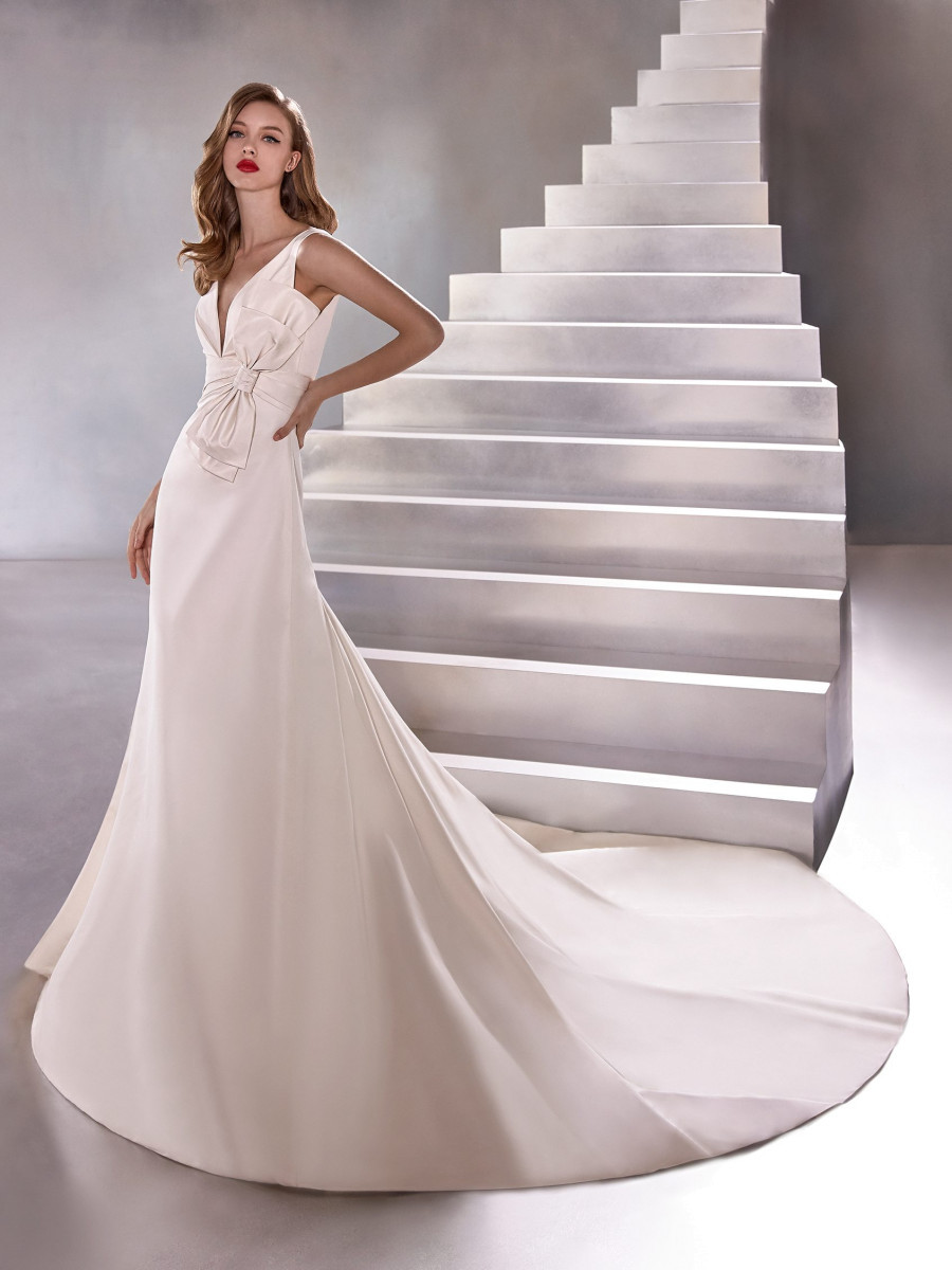 A Pronovias simple silk mermaid fit and flare wedding dress with a bow