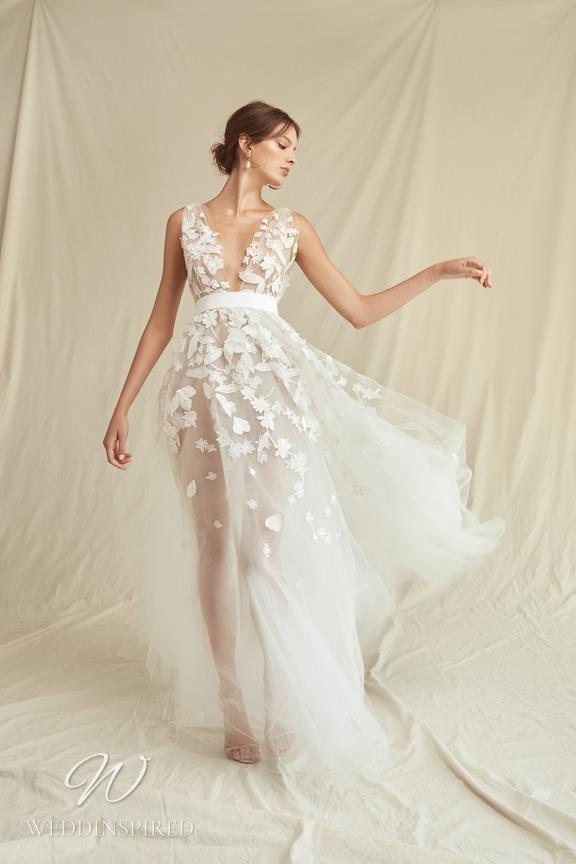 A Oscar de la Renta 2021 tulle A-line wedding dress with a v neckline