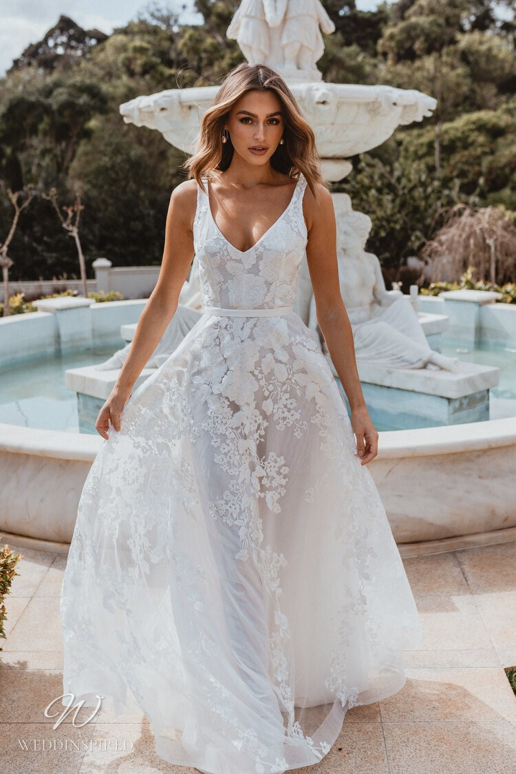 An Anna Campbell 2020 v neck A-line wedding dress with tulle and lace