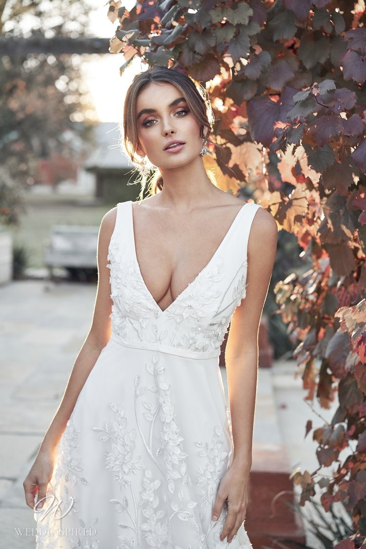 An Anna Campbell 2020 v neck A-line wedding dress with lace