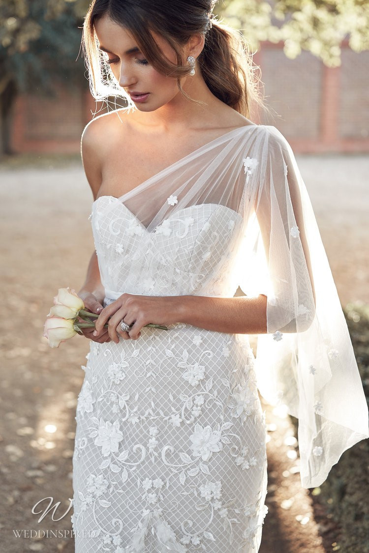 An Anna Campbell 2020 fitted one shoulder wedding dress with lace and tulle