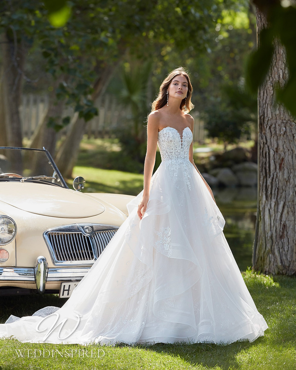 An Aire Barcelona 2021 strapless lace and tulle A-line wedding dress