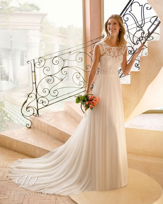 A Rosa Clara 2021 lace and chiffon A-line wedding dress with cap sleeves