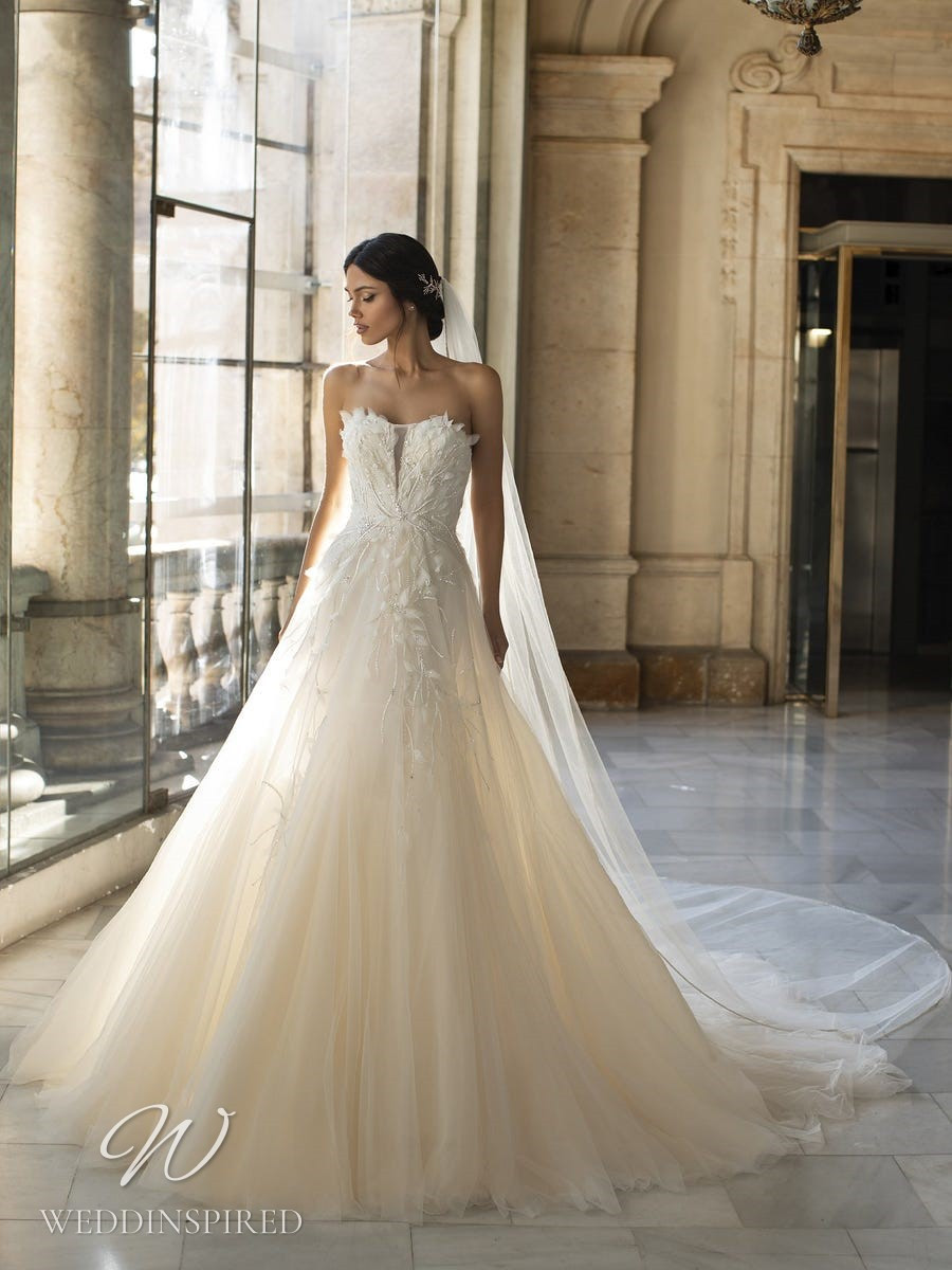 A Pronovias Privée 2021 strapless ivory lace and tulle A-line wedding dress