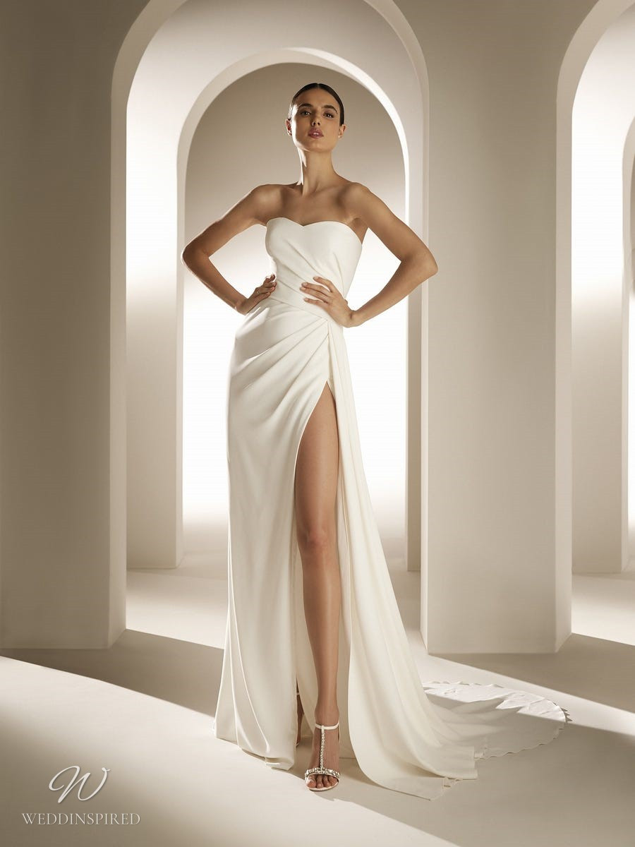 An Atelier Pronovias A-line wedding dress with a high slit and a sweetheart neckline