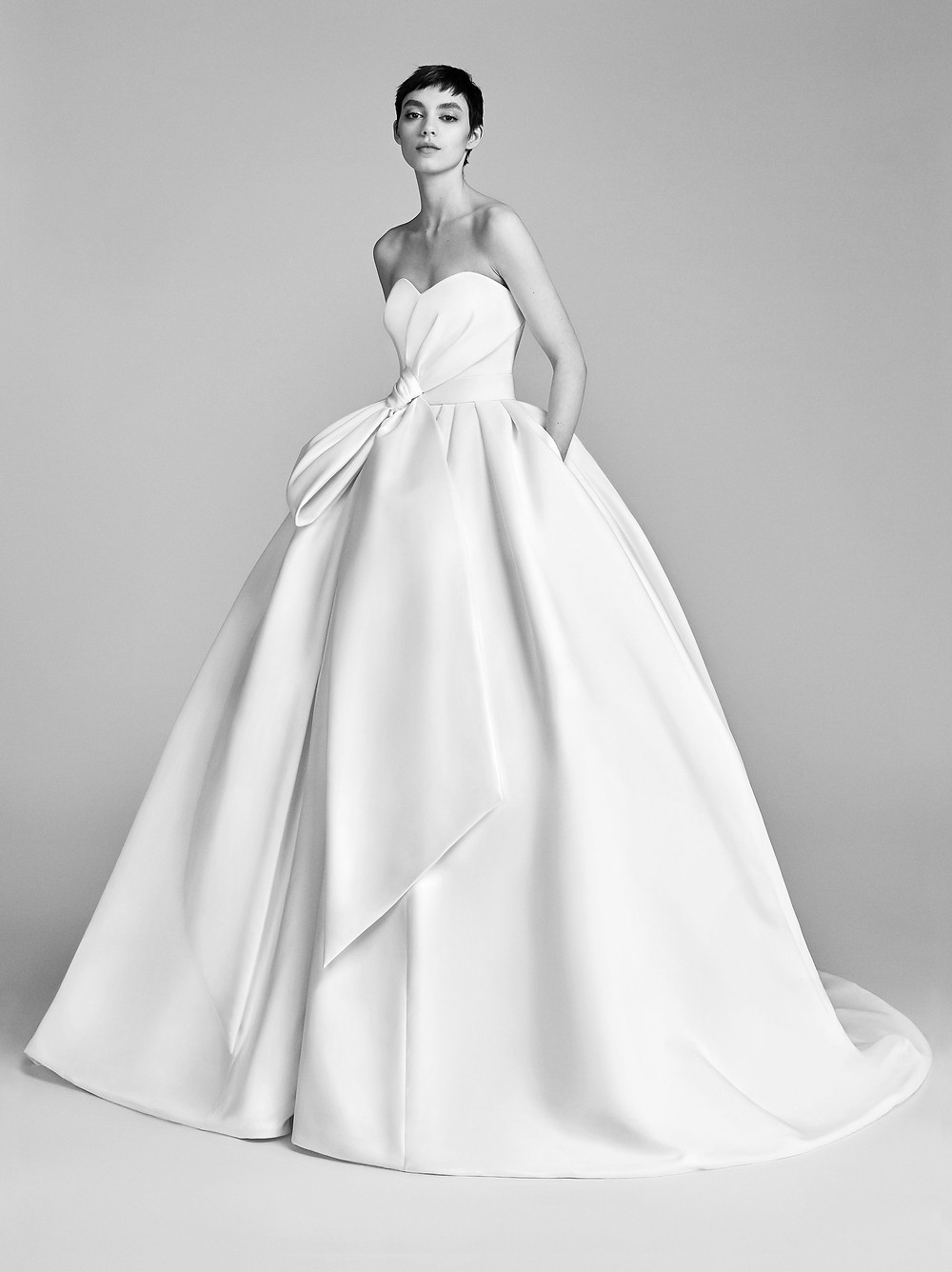 A Viktor & Rolf strapless silk ball gown wedding dress with a sweetheart neckline and a bow