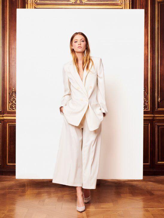 An Oscar de la Renta simple linen wedding jumpsuit or pantsuit