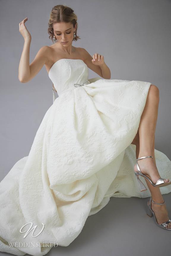 An Oscar de la Renta 2022 simple strapless A-line wedding dress