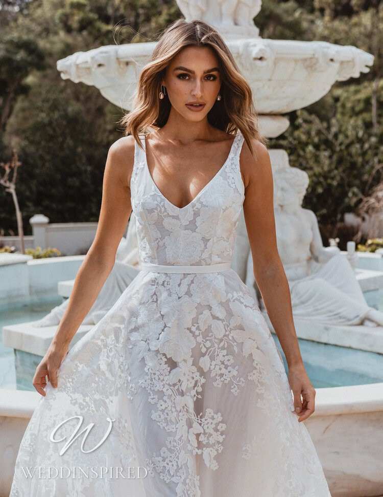 An Anna Campbell 2021 lace A-line wedding dress with a v neck