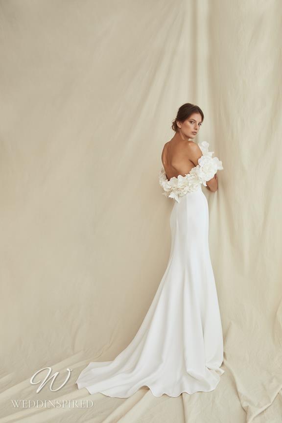 A Oscar de la Renta 2021 simple off the shoulder A-line wedding dress