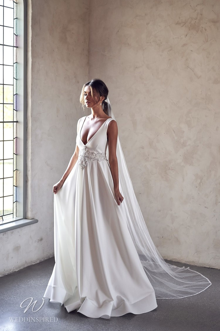 An Anna Campbell 2020 v neck A-line wedding dress with beading and a veil