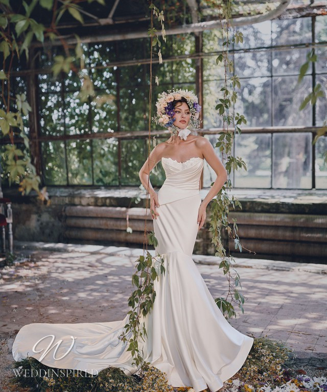 An Ange Etoiles 2021 strapless silk wedding dress with a sweetheart neckline