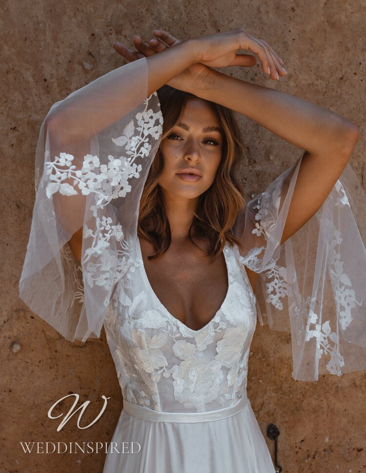 An Anna Campbell 2021 lace and chiffon A-line wedding dress with long sleeves