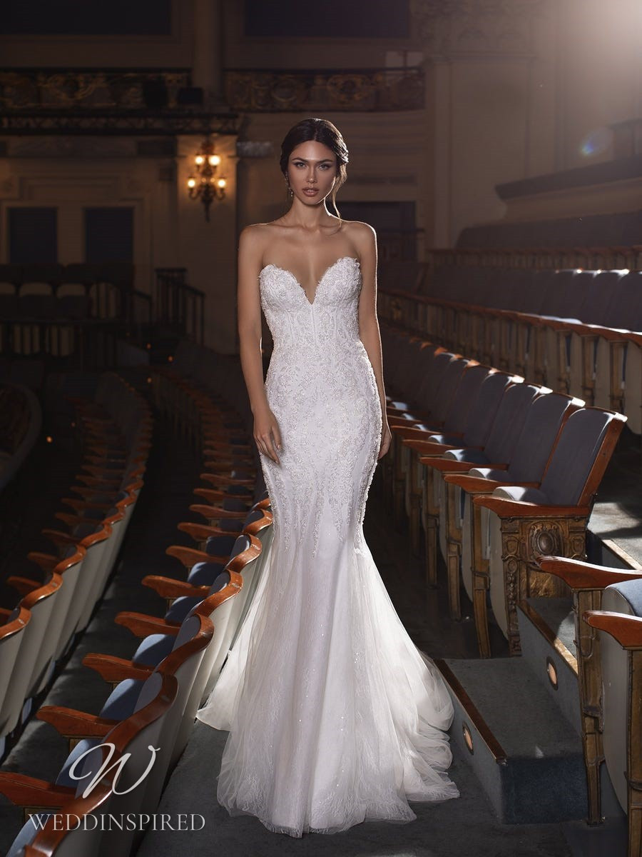 A Pronovias Privée 2021 strapless lace mermaid wedding dress with a sweetheart neckline