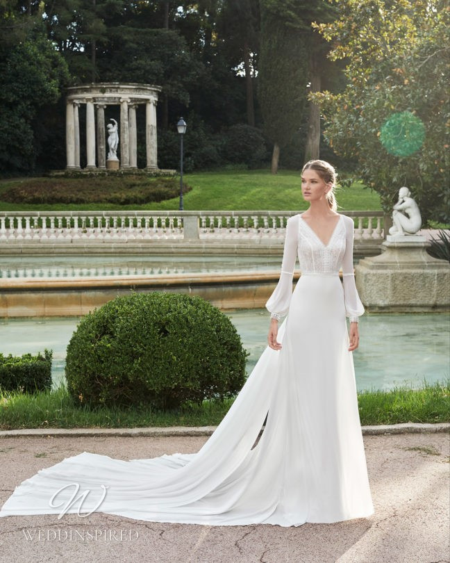 An Aire Barcelona 2021 flowy boho A-line wedding dress with long sleeves and a v neck