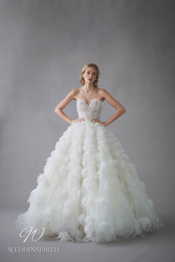 An Oscar de la Renta 2022 strapless tulle princess ball gown wedding dress