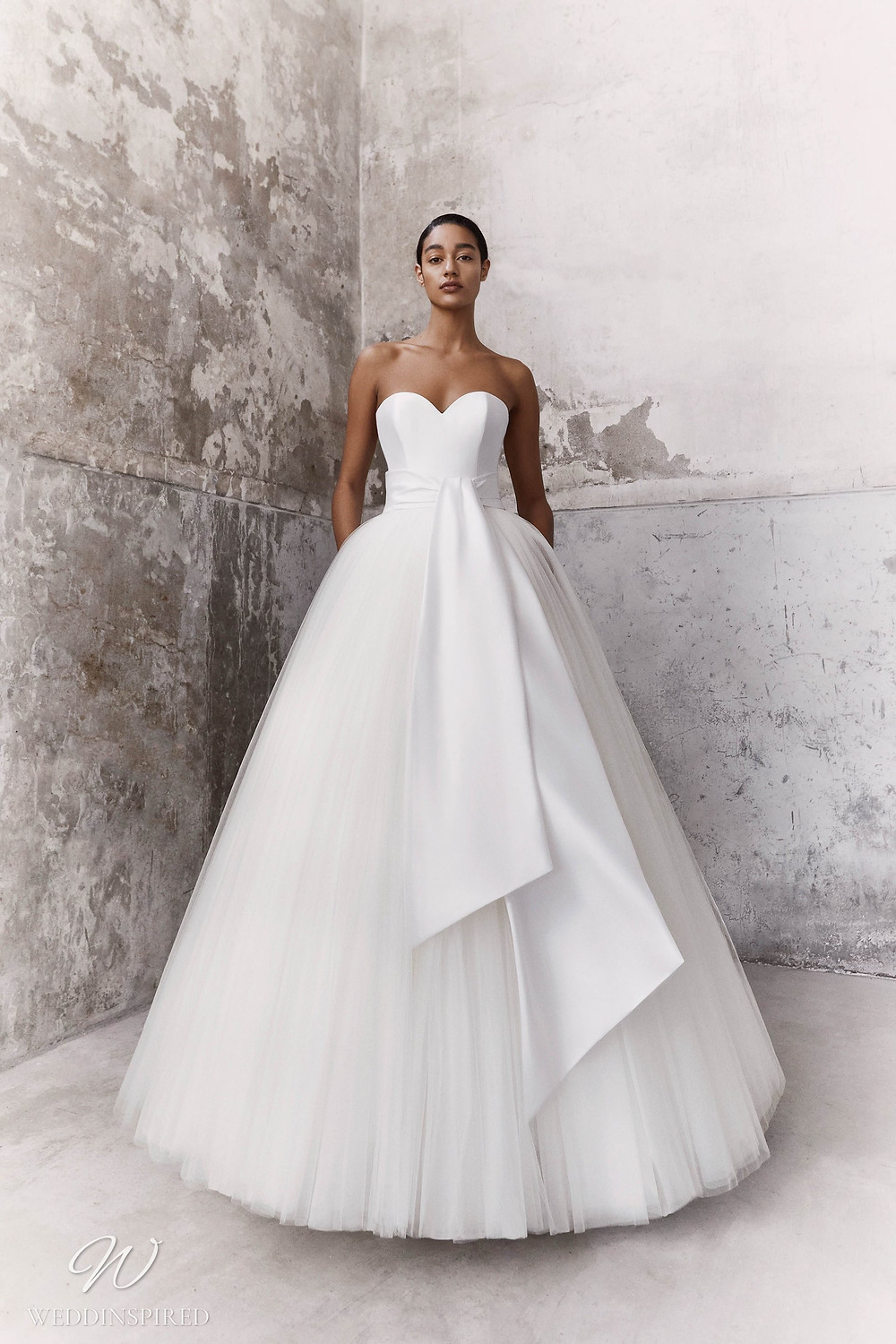 A Viktor & Rolf Fall/Winter 2021 simple strapless tulle and satin ball gown wedding dress with a sweetheart neckline