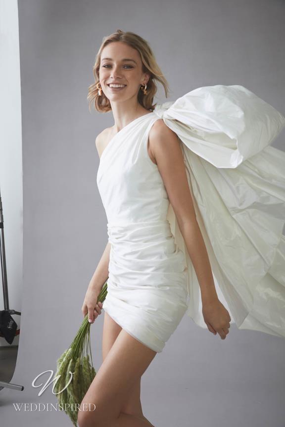An Oscar de la Renta 2022 short taffeta wedding dress with a bow