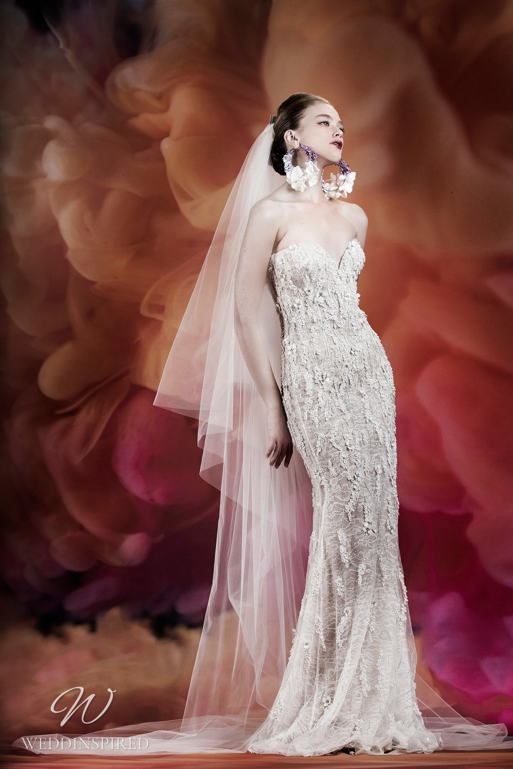 A Naeem Khan lace mermaid wedding dress with a sweetheart neckline and a veil