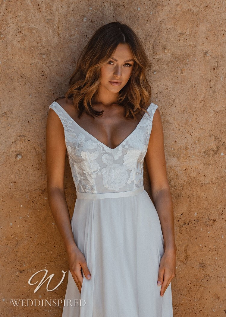 An Anna Campbell 2021 lace and chiffon A-line wedding dress