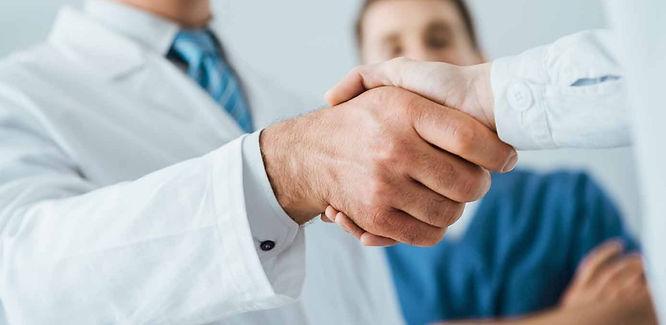 Doctors-shaking-hands-1500-x-1001-_edite