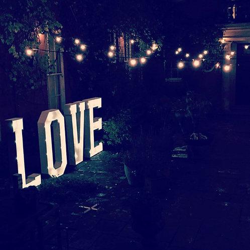 LOVE Light-up (White 4ft)