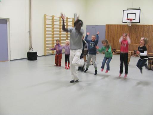 Afrikkalainen afro-tanssi ja rumpu (djembe) kurssi