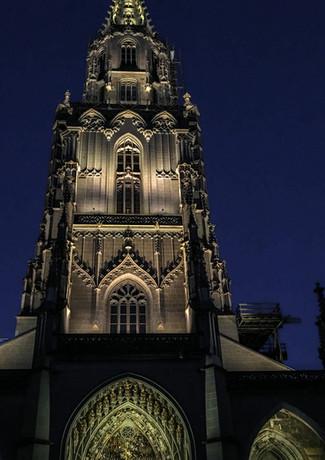 Münster mit Nachtbeleuchtung