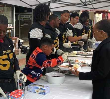 C.J. Anderson's foundation serves up meals at Momo's