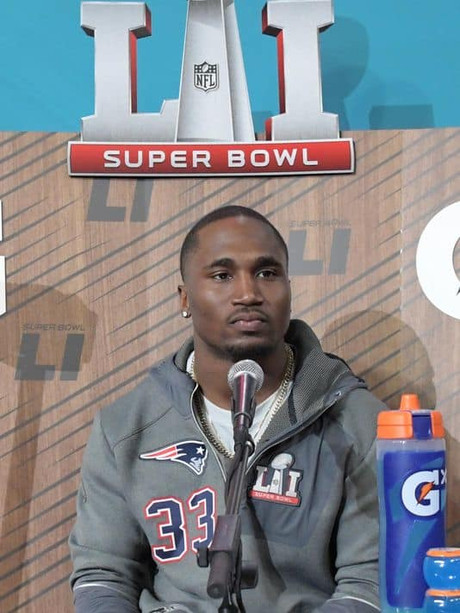 Super Bowl running back Dion Lewis 16-0 as a New England Patriot