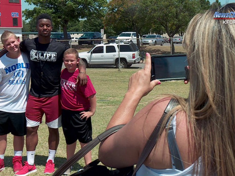 Mixon Hosts Youth Football Camp in Oklahoma
