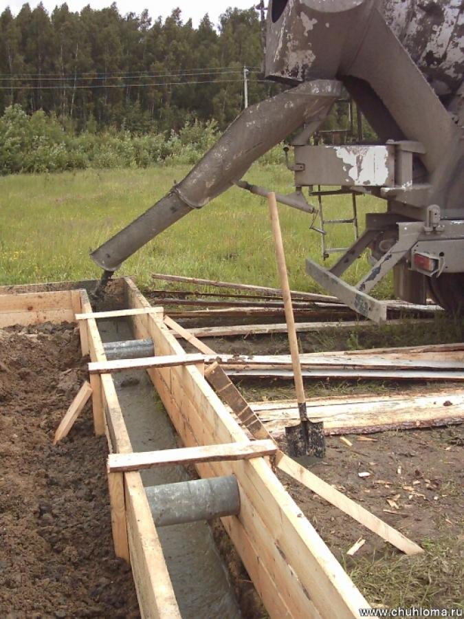 Заливка фундамента с гидроизоляционной добавкой