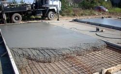 Заливка бетонной подушки с комплексной добавкой