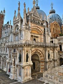 Saint Marks Basillica Courtyard 0515.jpg
