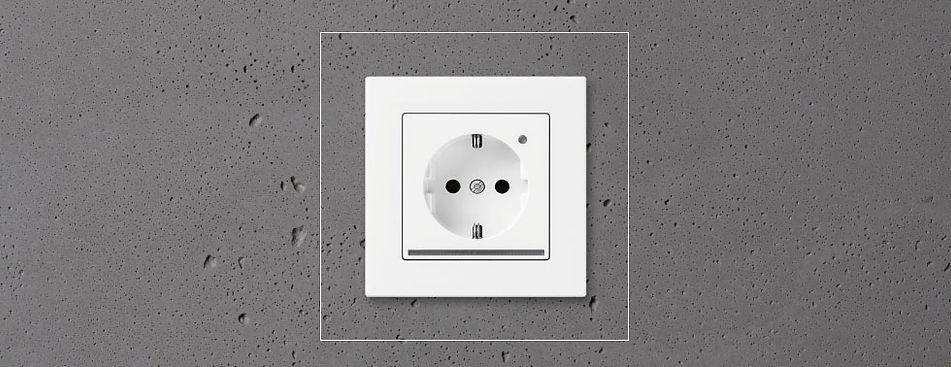 Розетка JUNG с ориентационной подсветкой и датчик света
