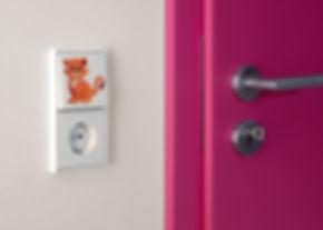 Выключатель и розетка JUNG в детскую комнат
