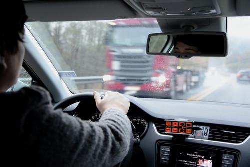 Bilfører i trafikk
