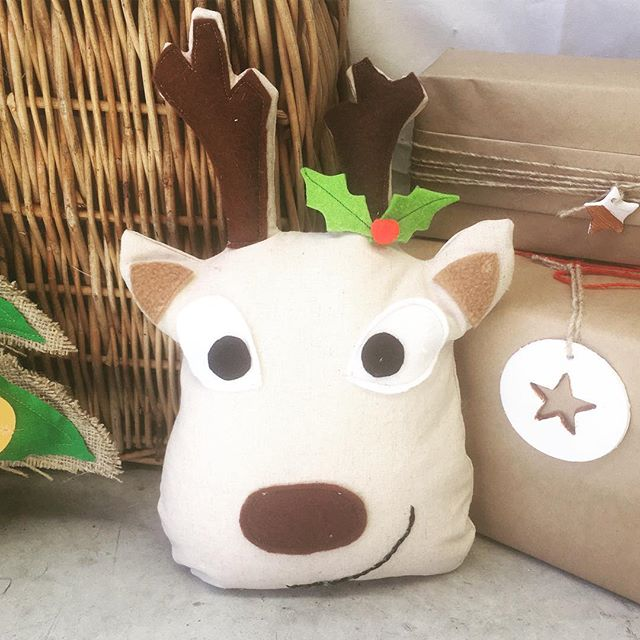 #sew this #reindeer at our #schoolholiday #Christmas #workshop on December 13th along with stained glass window cookies _#sewcraftcook #mona