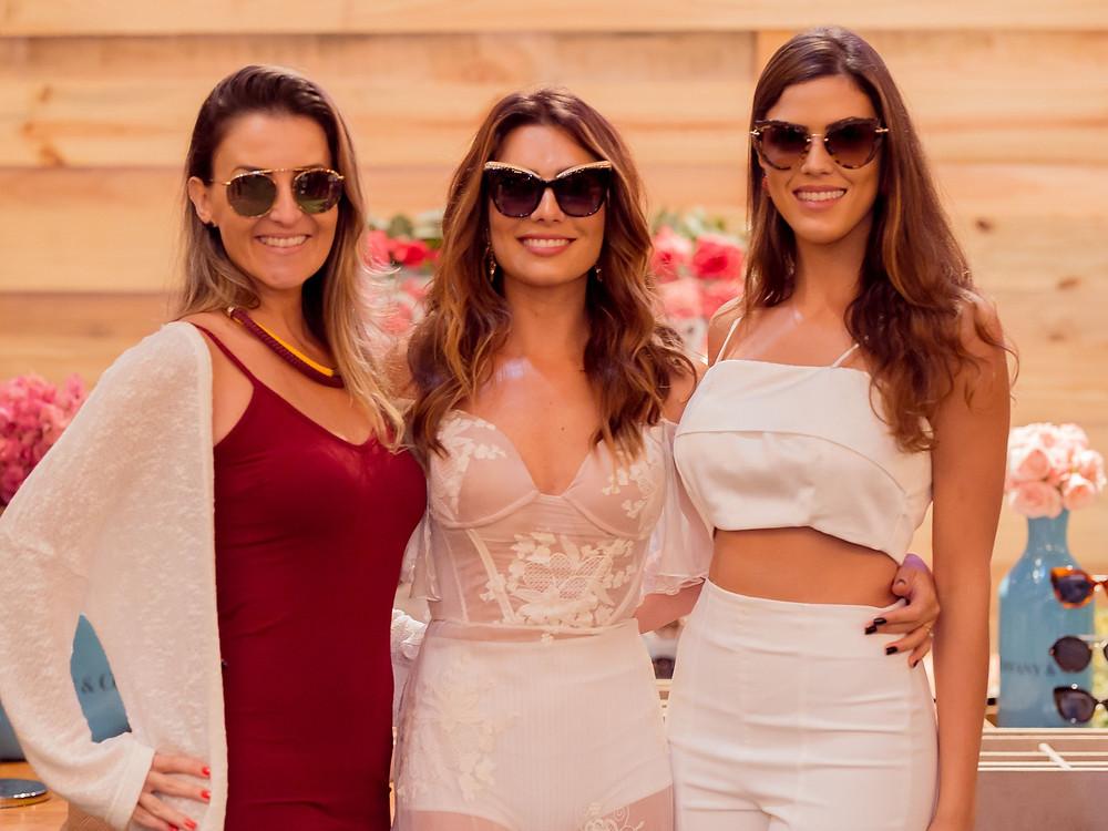 Foto: Marina Padilha e Aline Lopes ao lado de Karina Cruz, fundadora da I Do Concept e uma das anfitriãs do evento.