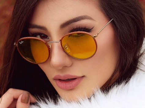 De volta aos anos 2000: tendência das lentes coloridas e transparentes