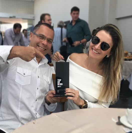 Foto: Marina Padilha e Walter Chagas no Prêmio Top Of Mind do jornal Tribuna de Minas