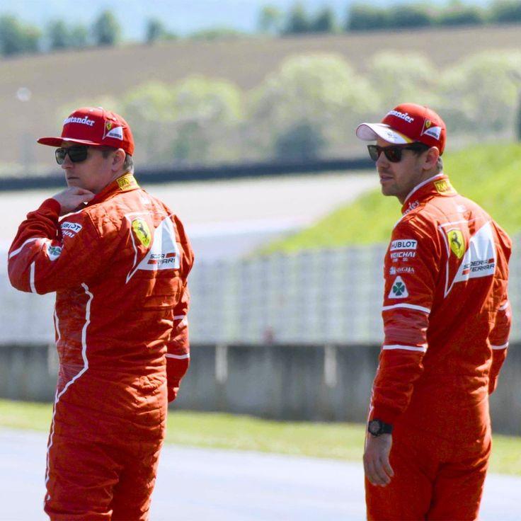 Foto: Kimi Raikkonen e Sebastian Vettel usando óculos da coleção Scuderia Ferrari da Ray-Ban