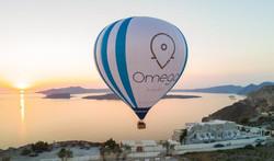 santorini-air-balloon-sunset