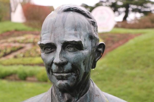 Admiral Tennant's Bust at Upton