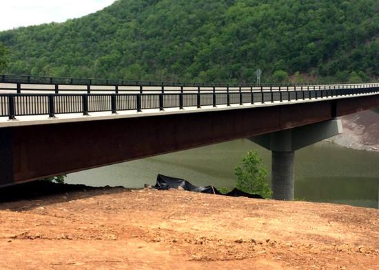 Lilly Bridge 04.jpg